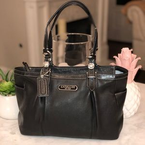 Coach Black Leather Gallery Pleat East West Tote😎
